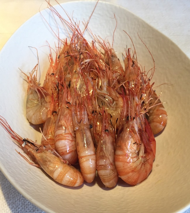 Shrimp from the Basque coast, gently grilled with olive oil, garlic and sea salt.